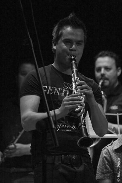 Músico al clarinete en el taller de Sedajazz en Elda