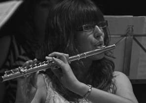 Flautista en cocierto Big Band