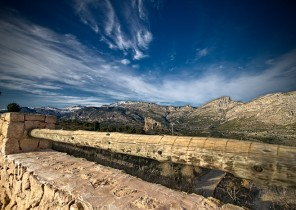 Fotografía de paisaje con sierra nevada de Guadalest al fondo